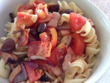 Bacon, olive and tomato pasta salad (gluten free)